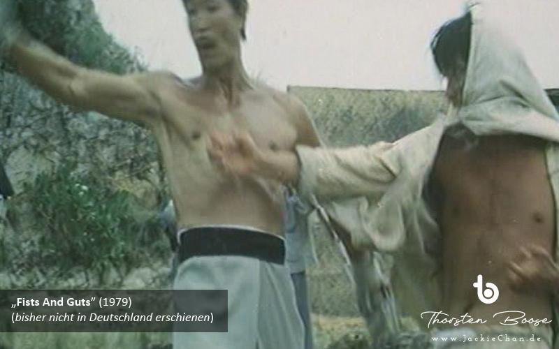 In der darauffolgenden Kampfsequenz erkennt man deutlich, dass Lam Hak-Ming (wieder?) eingesprungen ist. Die Bewegungen ähneln nicht denen von Jackie Chan, dafür sind sie zu langsam und nicht flüssig genug. Außerdem ist der Körper von Lam Hak-Ming nicht so durchtrainiert wie der von Jackie Chan zu jener Zeit. An dieser Stelle sei einfach nur an die letzte Kampfszene aus »The Fearless Hyena« (1979) erinnert. (s5e1)